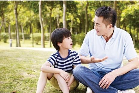 Hướng dẫn cách điều trị trẻ tự kỷ tại nhà