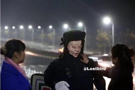 Lạnh người với Robot tuần tra nghĩa trang Trung Quốc