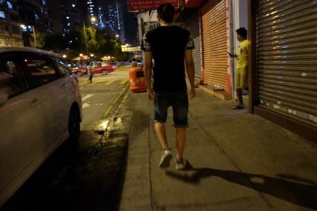 Người Việt ly hương P1: Cháu đến Anh vì bế tắc