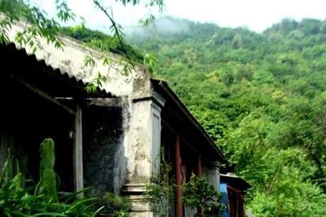 Truyền kỳ Yên Tử P6: Tận mắt tháp mộ vua Trần Nhân Tông uy nghi trên đỉnh núi
